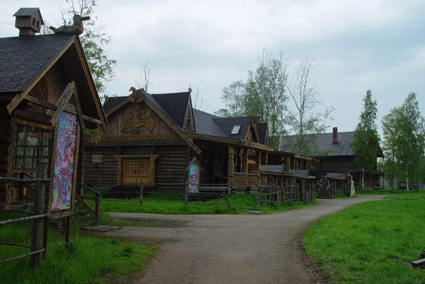 muzhikam-v-banyu-otdali-zhenshinu-na-rasterzanie