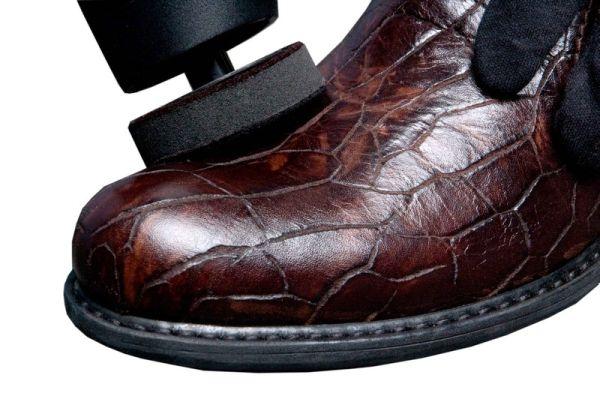 Обувной крем не только придает обуви блеск, но и удлиняет ей жизнь...