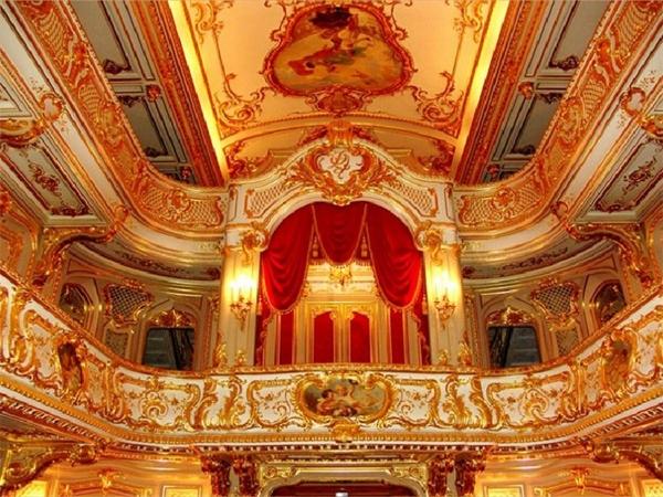 На сцене петербургских театров