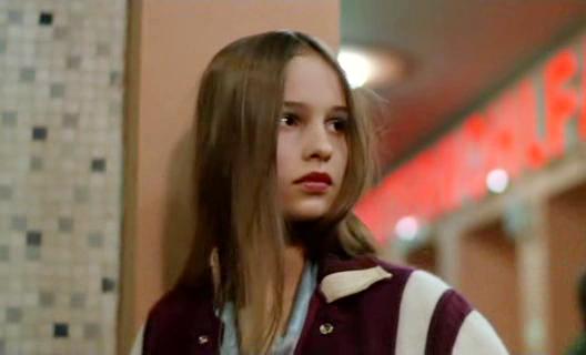 Кристине 14 лет. . Большинство ее друзей наркоманы. . Первый раз она попр