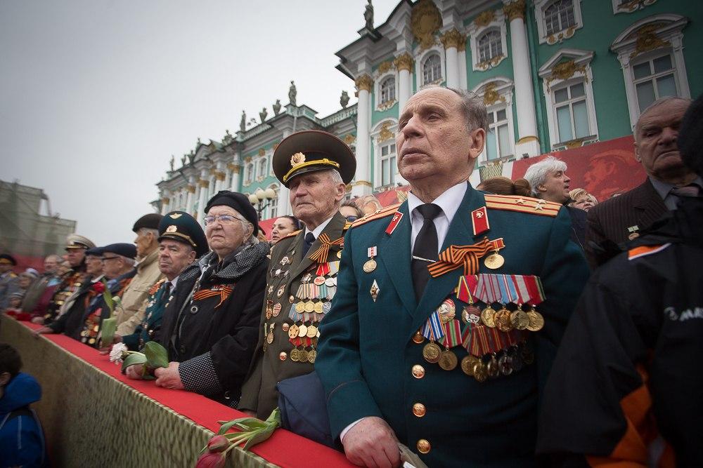 Волонтеры и предприятия Петербурга подготовили подарки для ветеранов к 9 мая